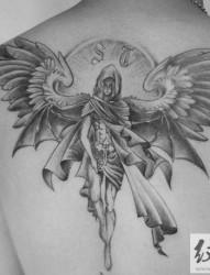 后背天使图案纹身