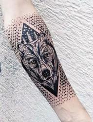 凶猛霸气的狼纹身