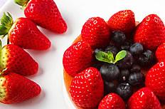 草莓果盘图片
