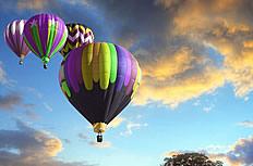 薰衣草花海热气球图片