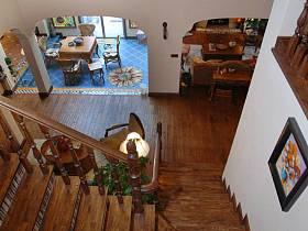 美式别墅过道楼梯设计案例展示
