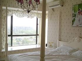 乡村风格卧室吊顶窗帘装修图
