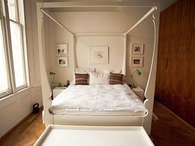清新卧室背景墙衣柜床架木质衣柜效果图