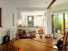 简约窗帘餐桌木质餐桌装修效果展示
