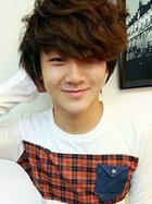 蓬松可爱的韩式男生卷发发型图片[4P]