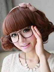 闪亮街头的女生戴眼镜发型图片[7P]