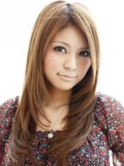 中分内扣潮女长直发发型图片[3P]