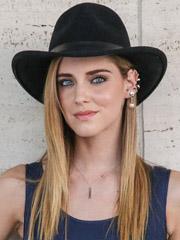 适合戴帽子的女生发型图片 欧美街拍戴帽子发型[]