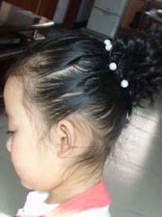 小女孩超可愛花苞頭的綁扎方法[17P]