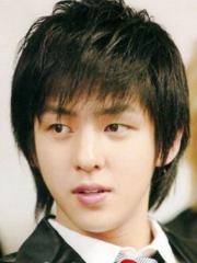 韩式男生长发发型设计图片[4P]