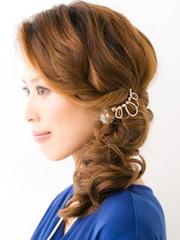 中长卷发怎样扎好看图解 发辫改变新颖甜美[8P]
