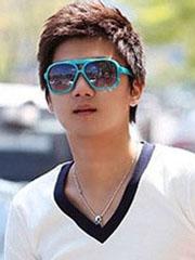 帅气好看的圆脸男生发型图片[6P]