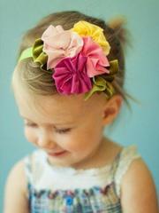 戴發帶的小女孩超萌發型設計