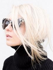 冬天穿高领毛衣适合什么发型 把发尾塞进衣领最时尚[5P]
