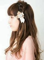 长卷发怎么扎好看 空气感刘海+侧边编发=甜美[9P]