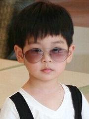 酷帅小男孩蘑菇头短发发型图片[6P]