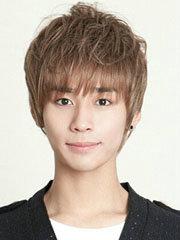 男生帅气中短碎发发型图片[9P]