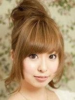 齐刘海蓬松丸子头的扎法图解[6P]
