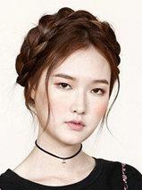 最新韩式发型扎法步骤图解 中长发妹子适合[5P]