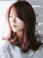 正在流行的韓式中長發外翻發型圖[5P]