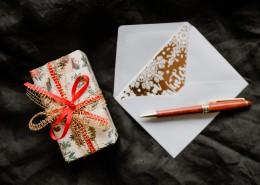 圣诞礼物和贺卡的图片_12张