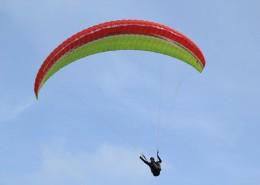 惊险刺激的滑翔伞运动图片_12张