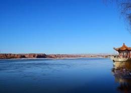 碧藍的天空和湖水圖片_14張