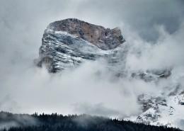 美麗的山區雪景圖片_13張