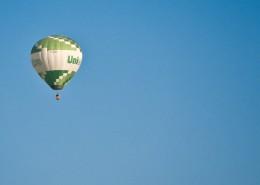 一個空中飄蕩的熱氣球圖片_11張