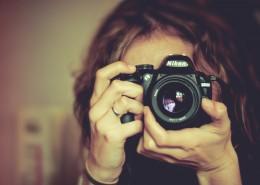 正在拍照的摄影师图片_18张