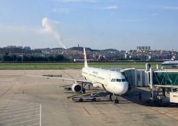 飞机场上的飞机图片_10张