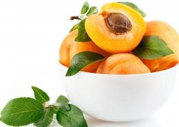 夏季成熟的杏子图片_9张