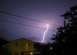 夜晚城市中的闪电图片_9张