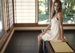 穿白色连衣裙的女孩图片_15张