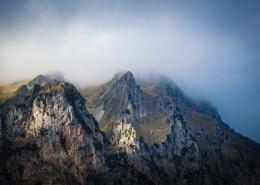 陡峭的山峰圖片_10張