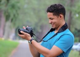 拿著相機的男士圖片_12張