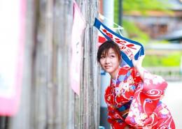 穿着和服的年轻日本女孩图片_10张