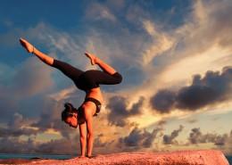 优美的瑜伽动作图片_16张