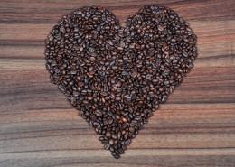 咖啡豆拼成的爱心形状图片_11张