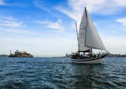 海面航行的帆船图片_12张