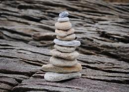 堆疊在一起的石子圖片_11張