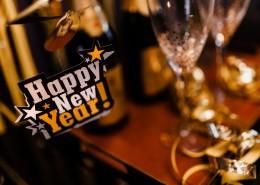 新年派对上的装饰和酒水图片_18张