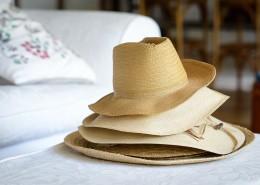 夏季出游必備的遮陽草帽圖片_12張