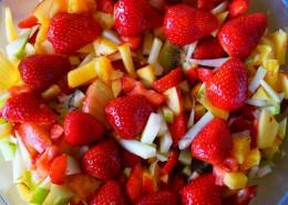 新鲜好吃的水果沙拉图片_10张