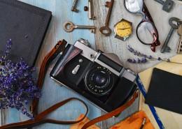 桌子上的微单相机图片_11张