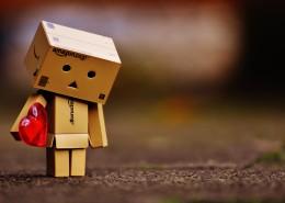 紙箱人拿著愛心圖片_11張