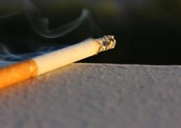 點著的香煙圖片_12張