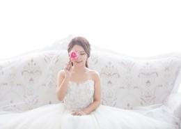 穿著潔白婚紗的新娘圖片_12張