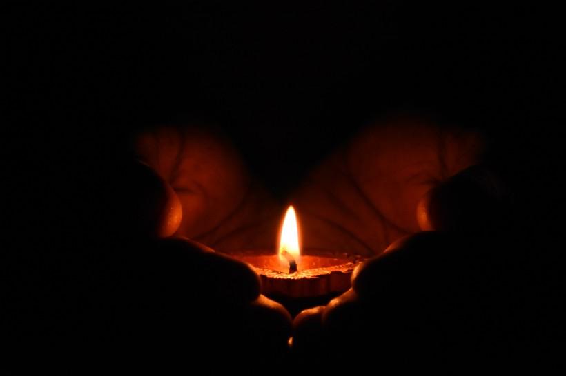 点击大图看下一张:燃烧的蜡烛图片