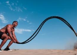 在户外锻炼身体的男士图片_12张